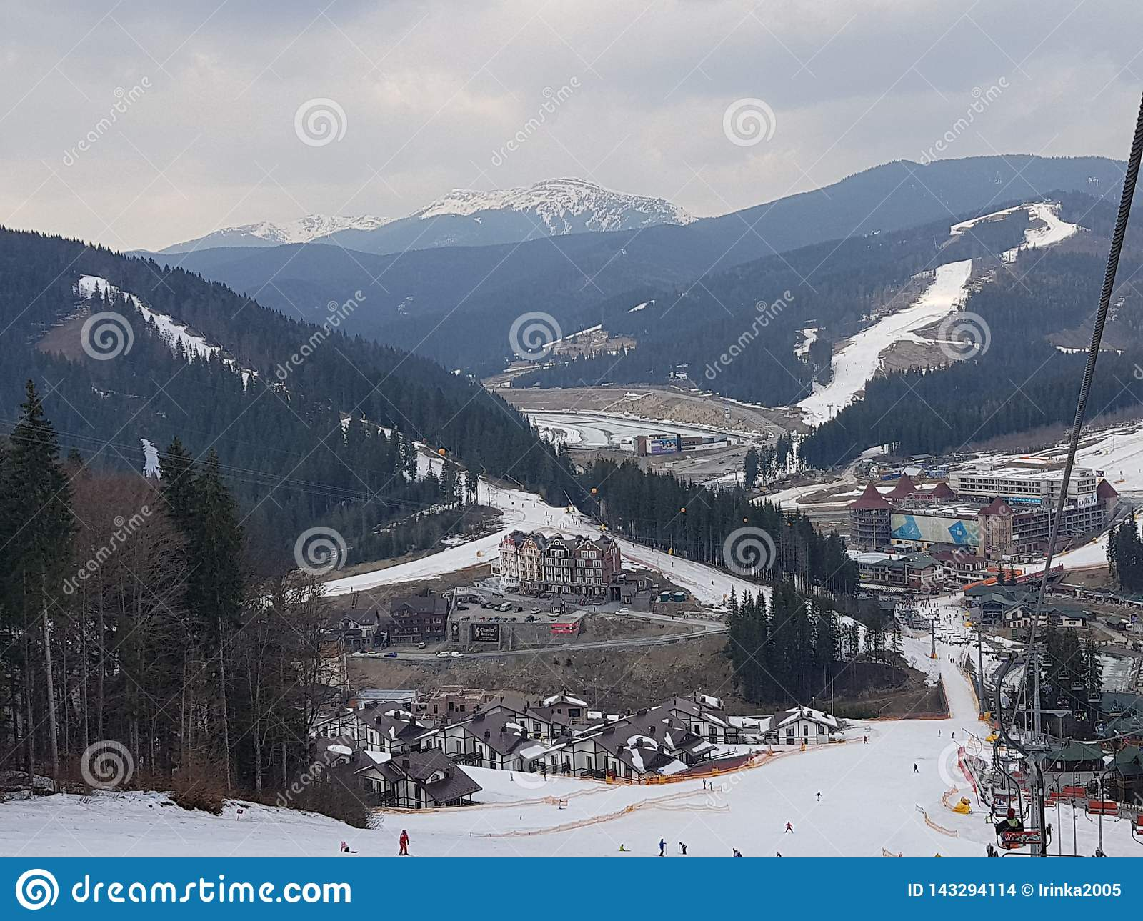 Bukovel ośrodek narciarski, widok od dźwignięcia