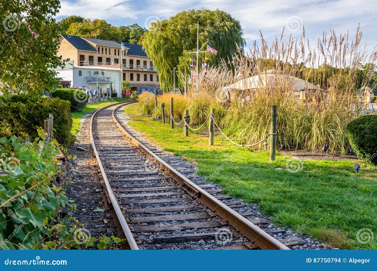 Buktigt järnvägspår