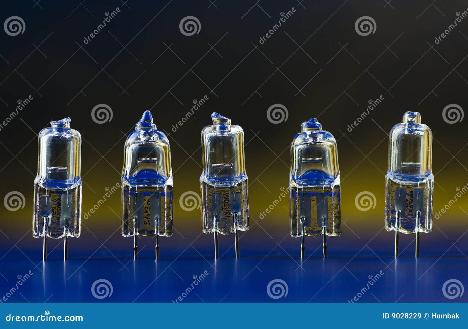 Bulbos de halogênio elétricos que estão em uma fileira 1