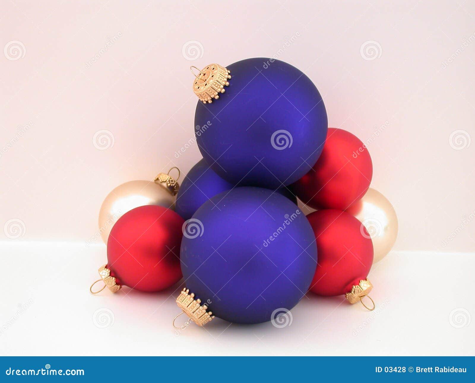 Bulbos rojos, blancos, y azules de la Navidad