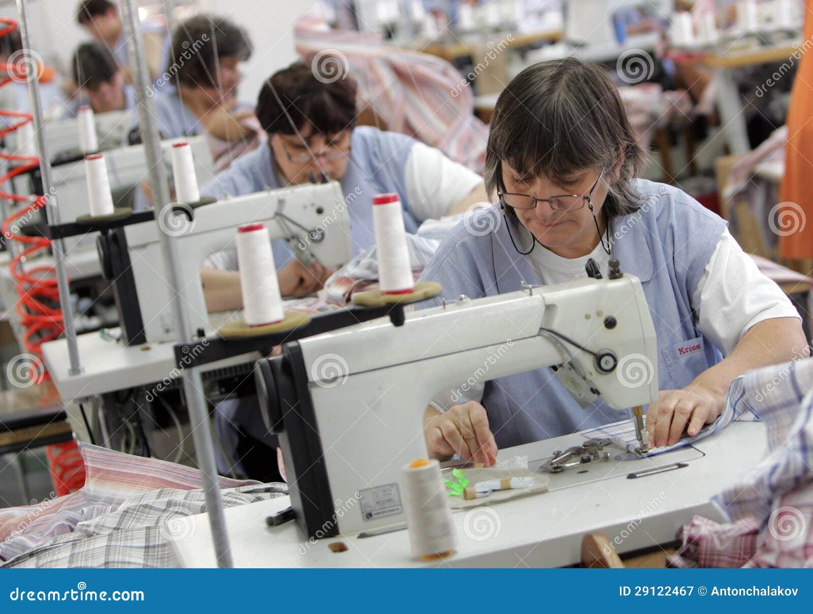 Bulgária costura a fábrica da roupa