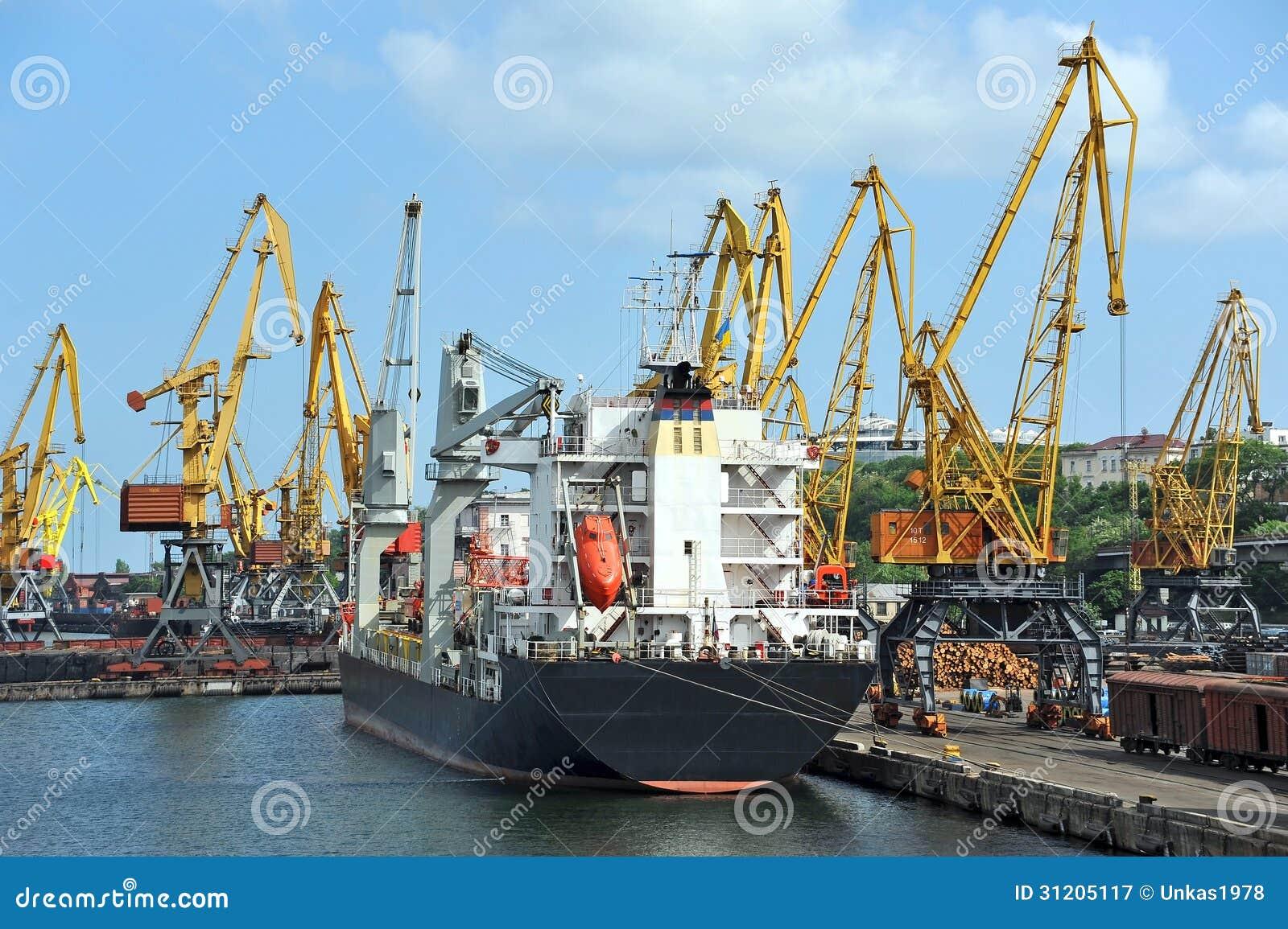 Harbor Freight Gantry Crane >> Bulk Cargo Ship Under Port Crane Royalty Free Stock ...