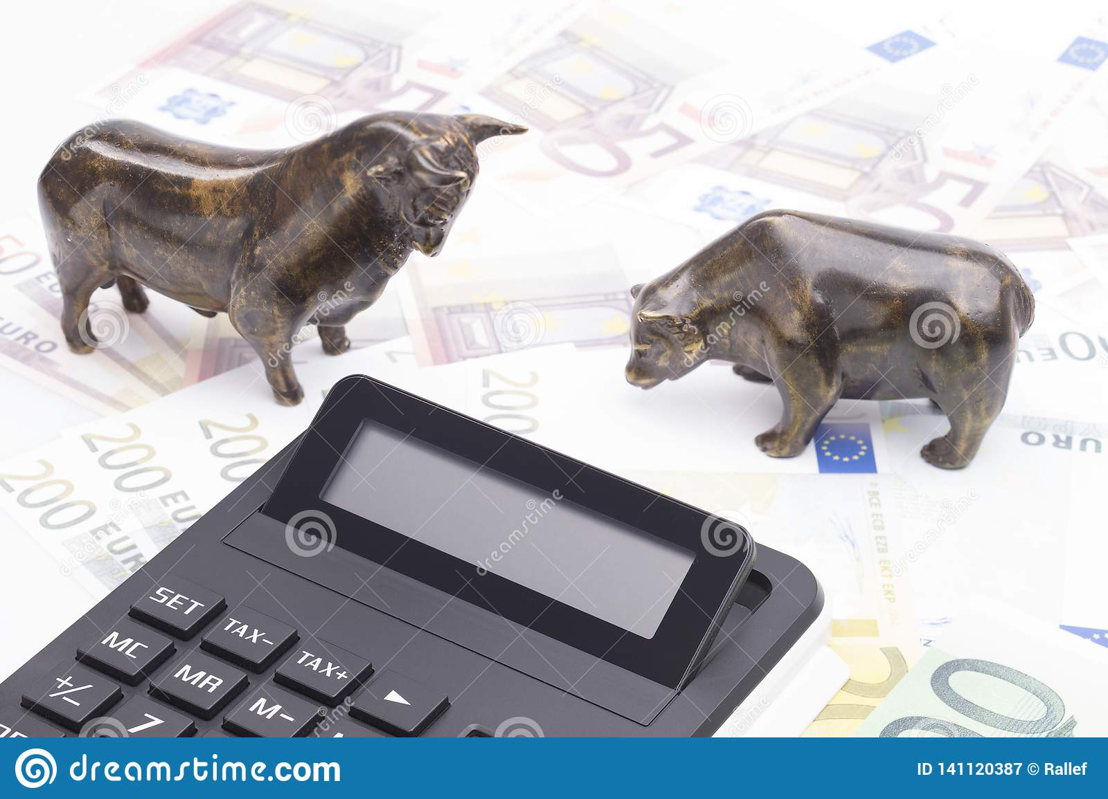 Bull and bear with calculator