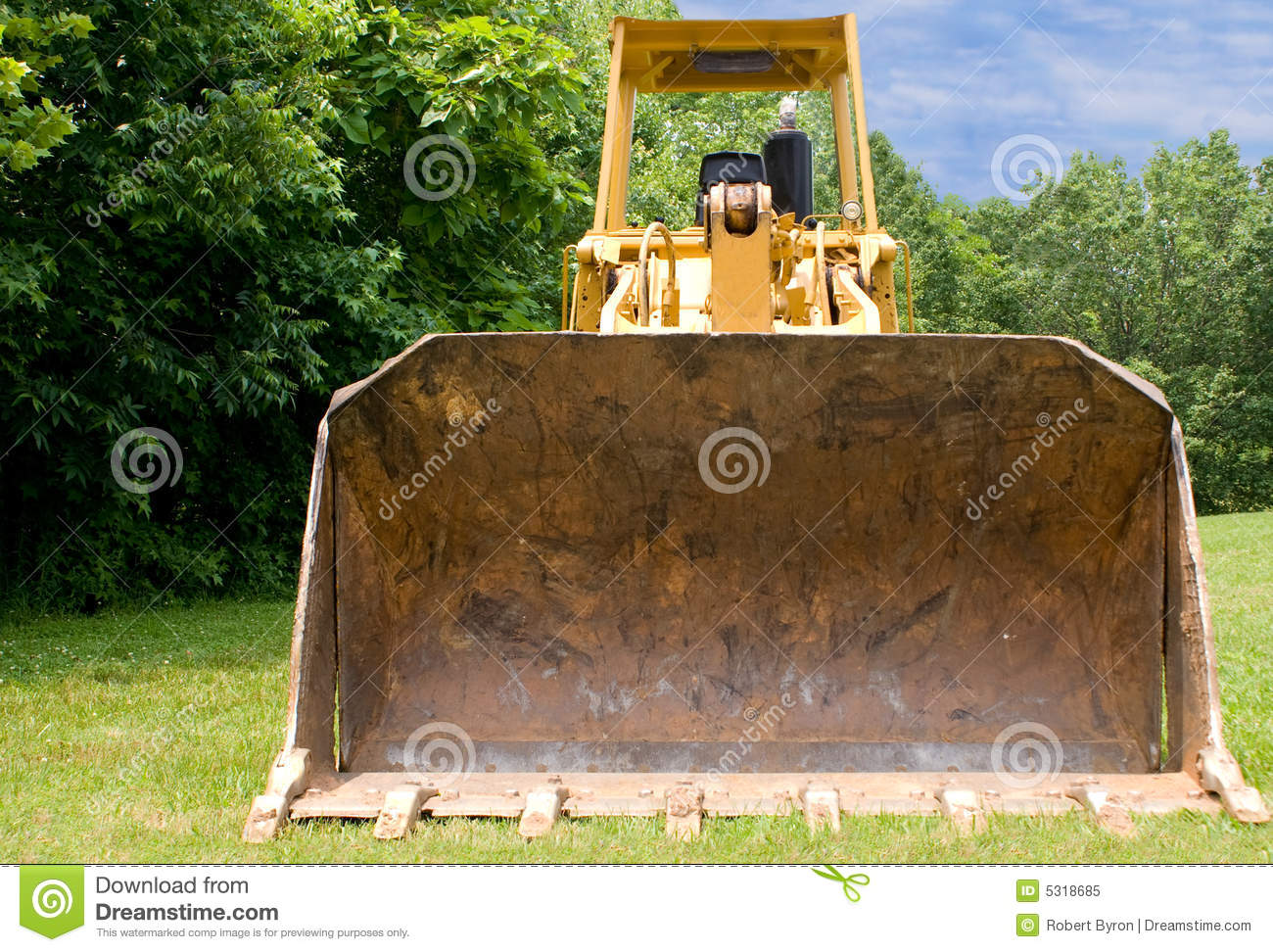 Download Bulldozer in campagna immagine stock. Immagine di industriale - 5318685