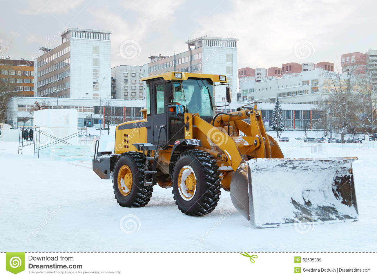 Snow removal in Russian: tank instead of bulldozer