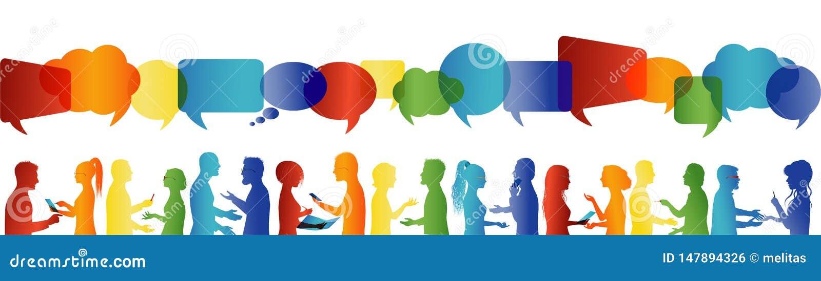 Bulle de la parole Communication grand groupe de personnes qui parlent Parler de foule Communiquez la mise en r?seau sociale