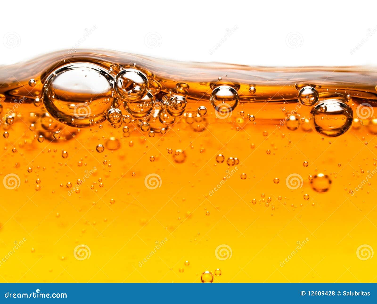 Bulles dans le savon liquide orange