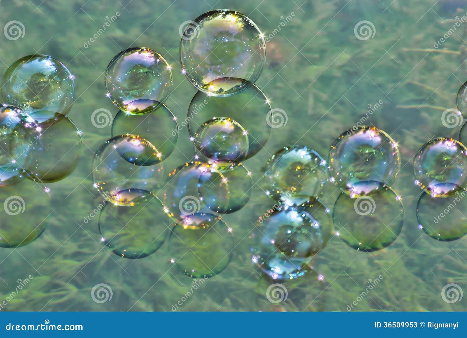 Bulles de savon sur l eau