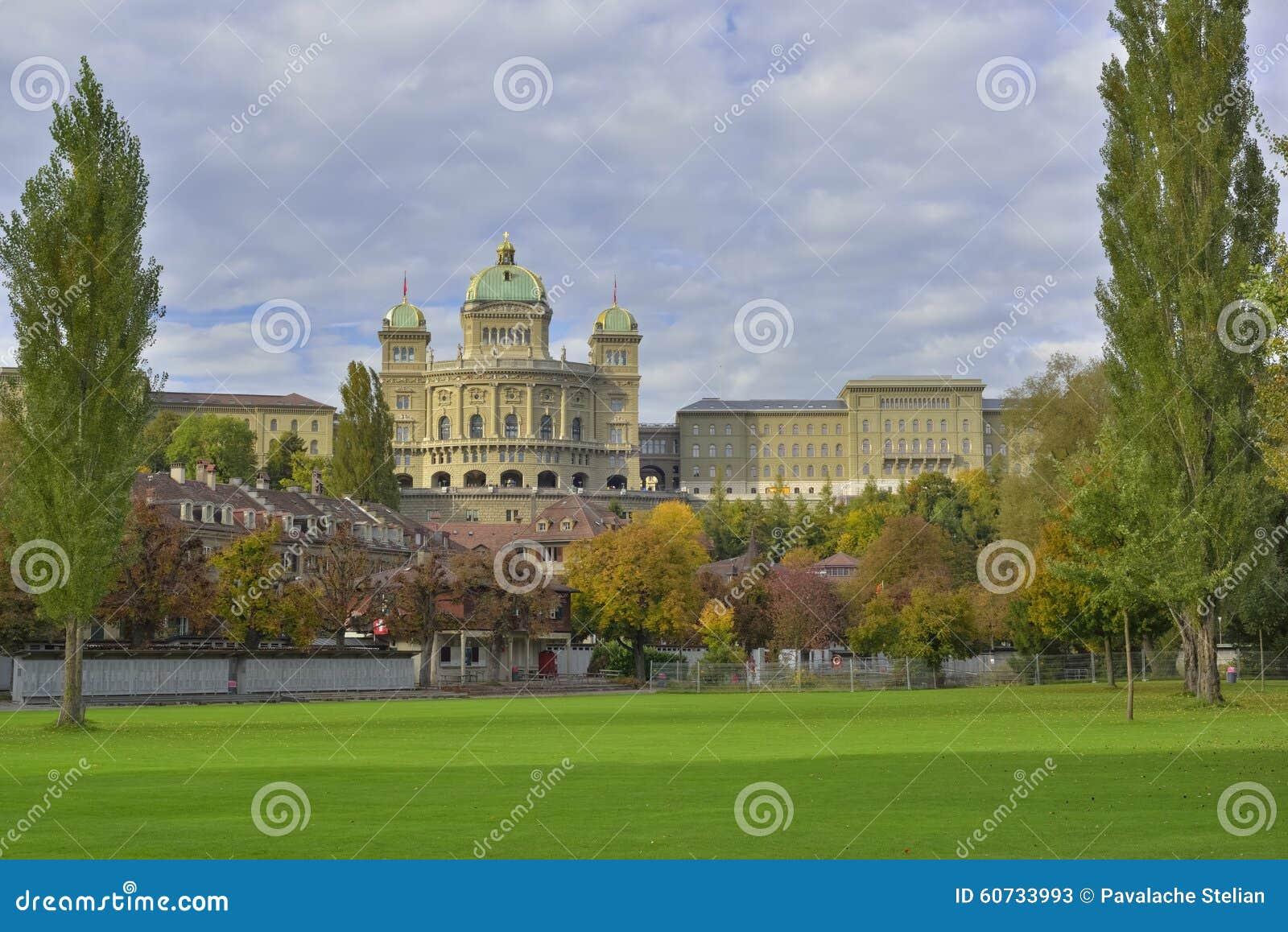 BundesHause (Szwajcaria parlament) od Freibad Marzili Bern Szwajcaria