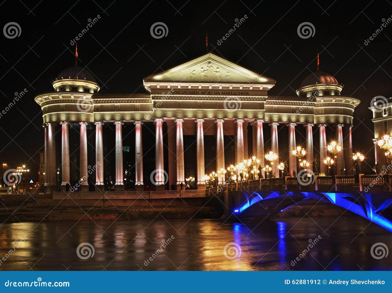 Bundesverfassungsgericht und mazedonisches archäologisches Museum in Skopje macedonia