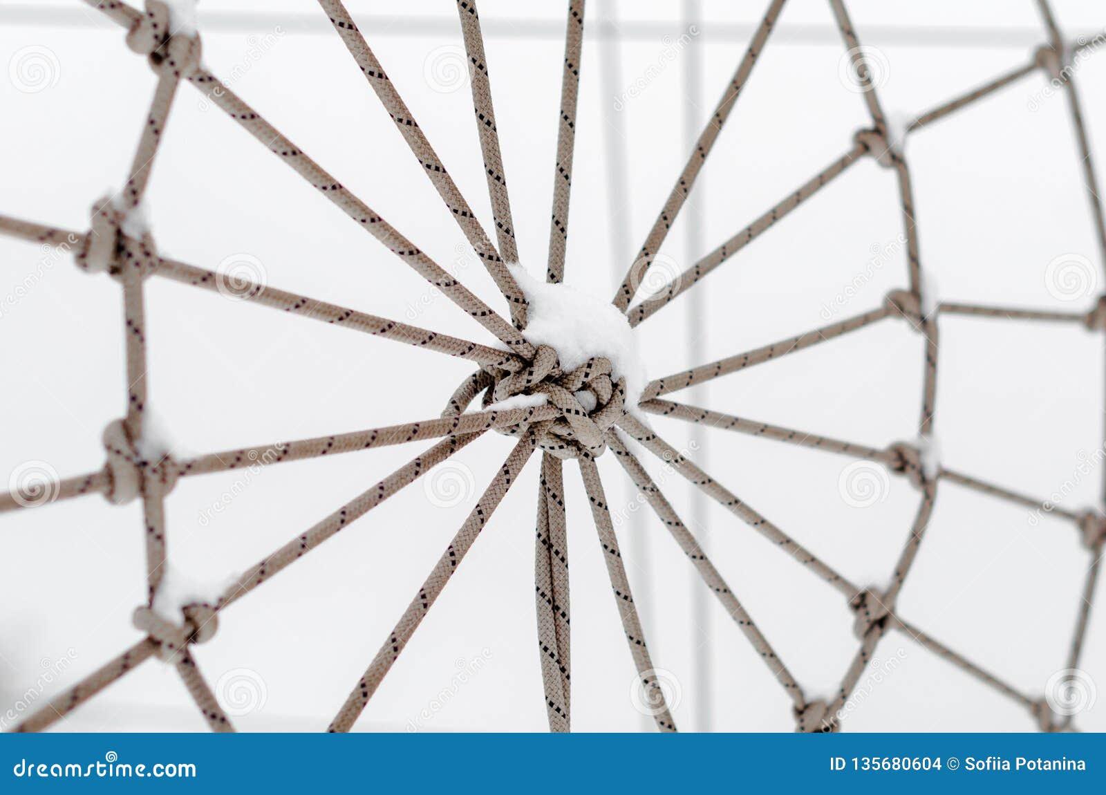 Bundet rep i snöslutet upp