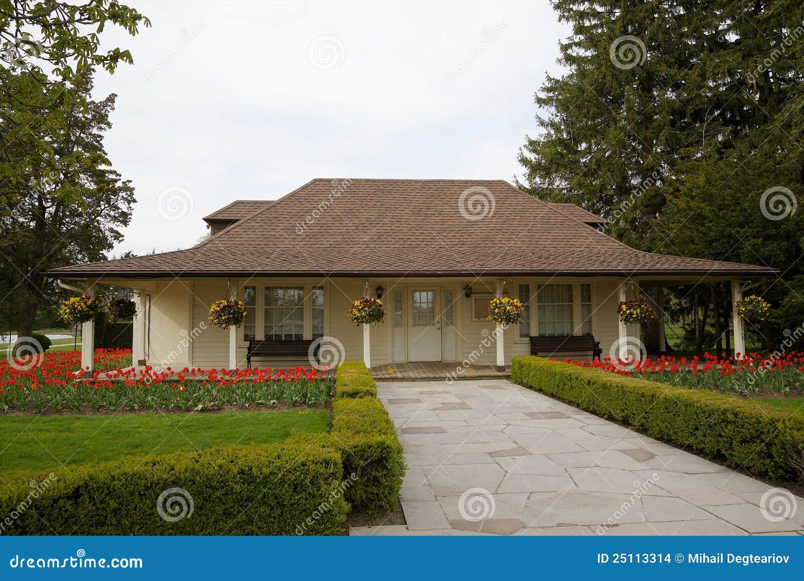 Bungalow immagini stock immagine 25113314 for Fantastici disegni di bungalow