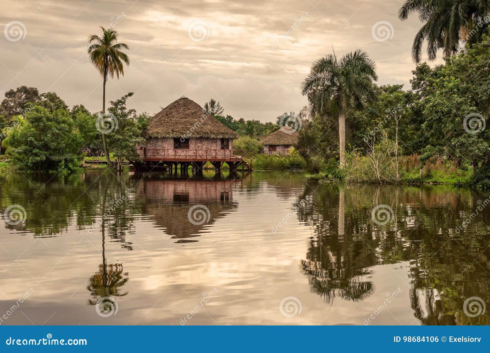 Bungalow dell acqua dell ospite, villaggio indiano del Guam, Cuba