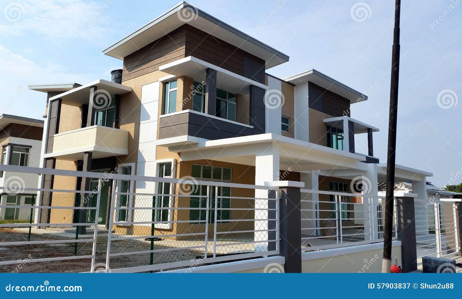 Bungalow-Haus-Äußeres stockbild. Bild von architektur - 57903837