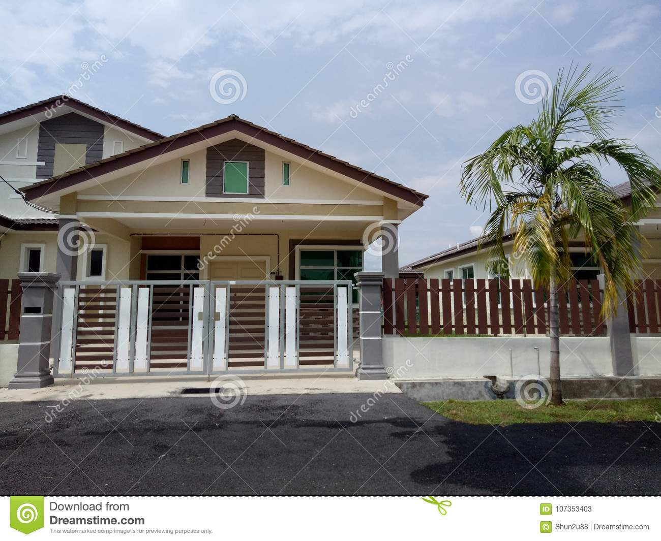 Bungalow House Exterior Stock Image Image Of Exterior 107353403