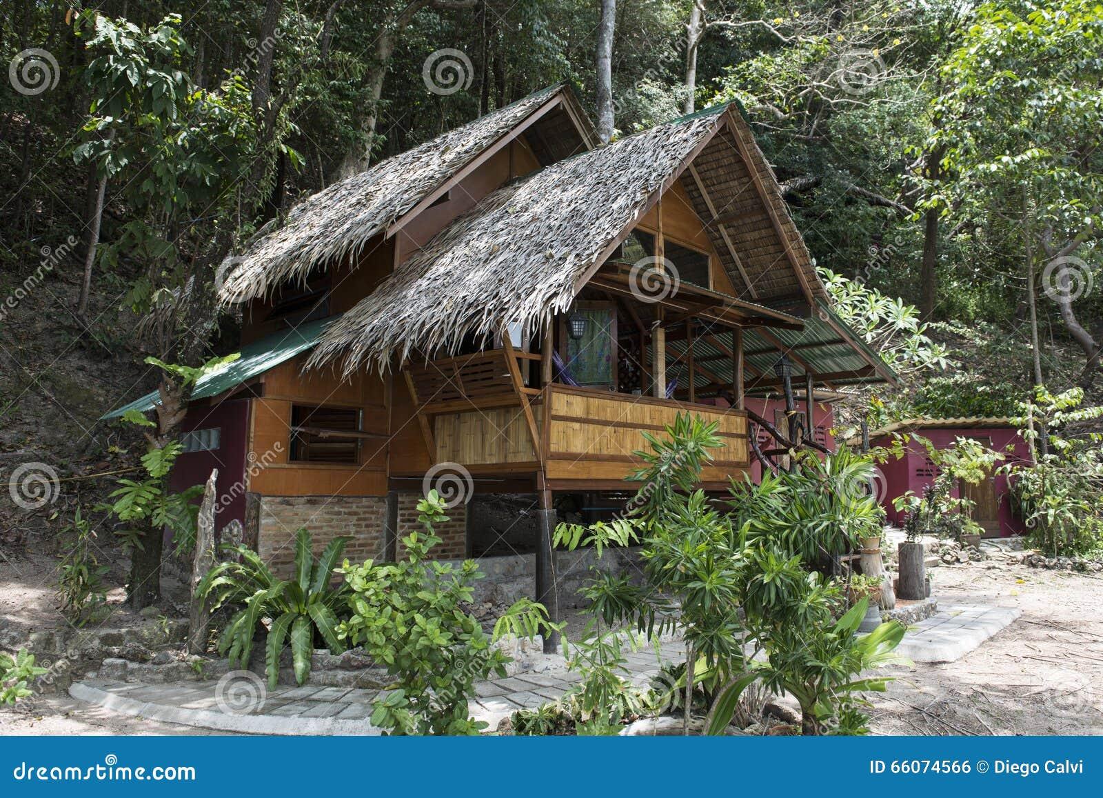 bungalow o casa di legno tailandese tradizionale thailand