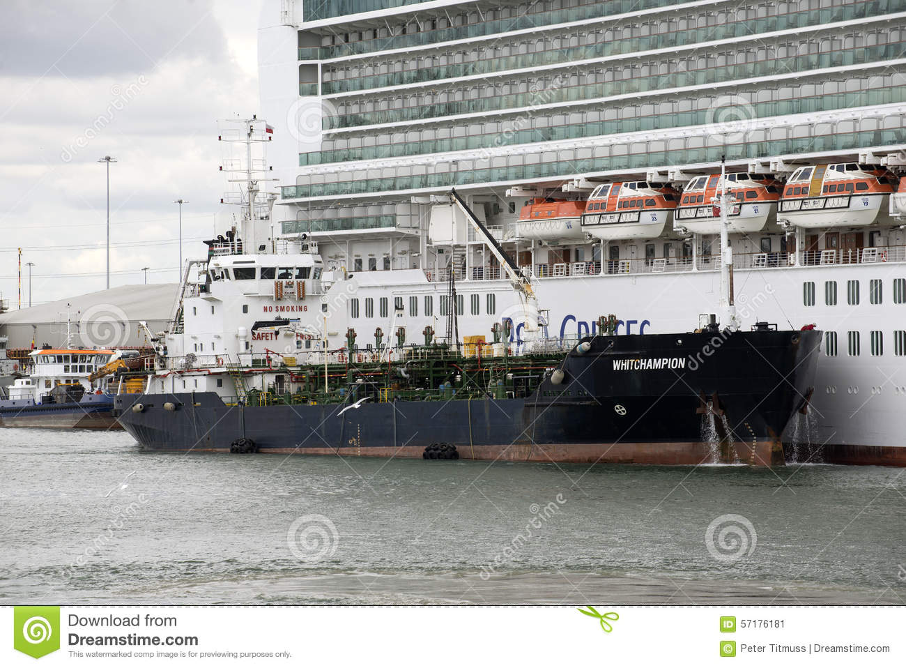 https://thumbs.dreamstime.com/z/bunkering-vessel-supply-fuel-to-cruise-ship-whitchampion-services-port-southampton-uk-57176181.jpg