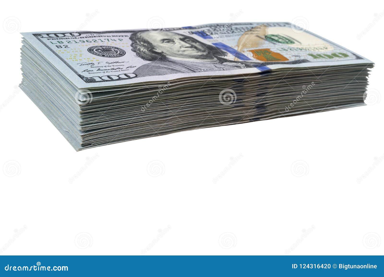 Bunt av hundra dollarräkningar som isoleras på vit bakgrund Bunt av kontanta pengar i hundra dollarsedlar Hög av hundra D