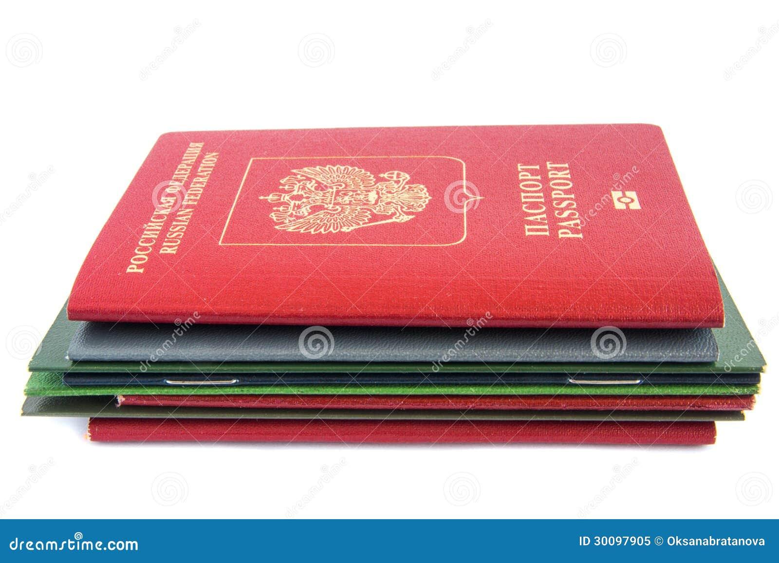 Bunt av dokument med passet