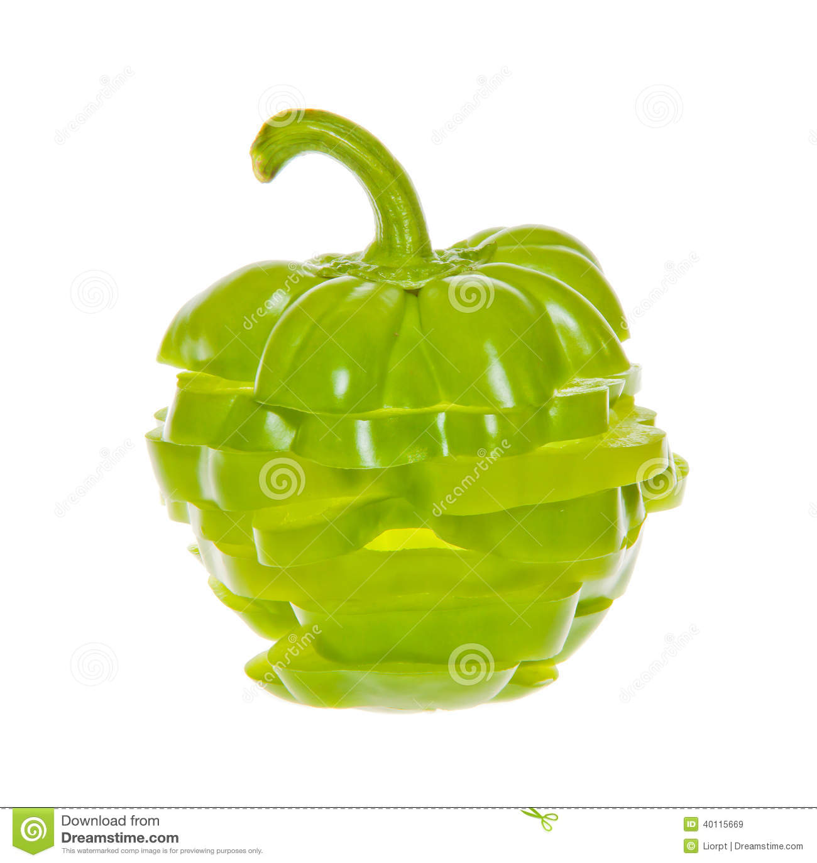 Bunt av skivad grön spansk peppar