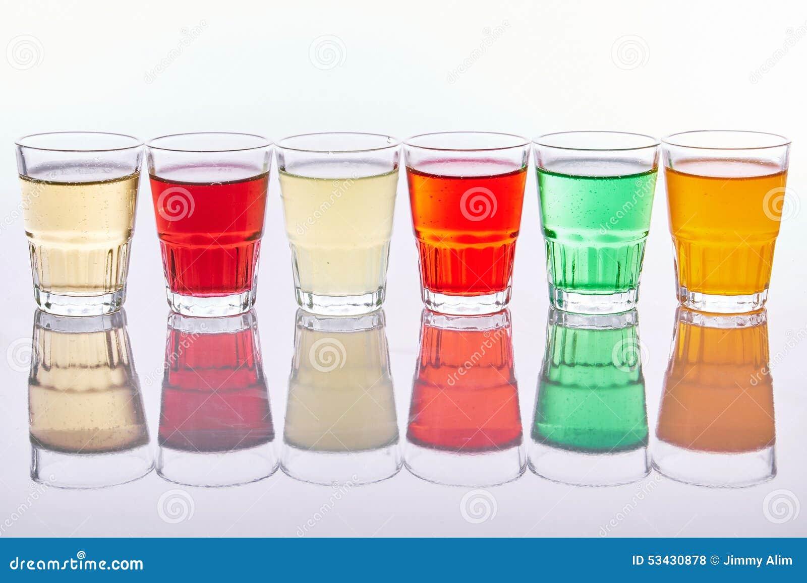 Bunte Alkoholfreie Getränke Stockfoto - Bild von weich, wasser ...