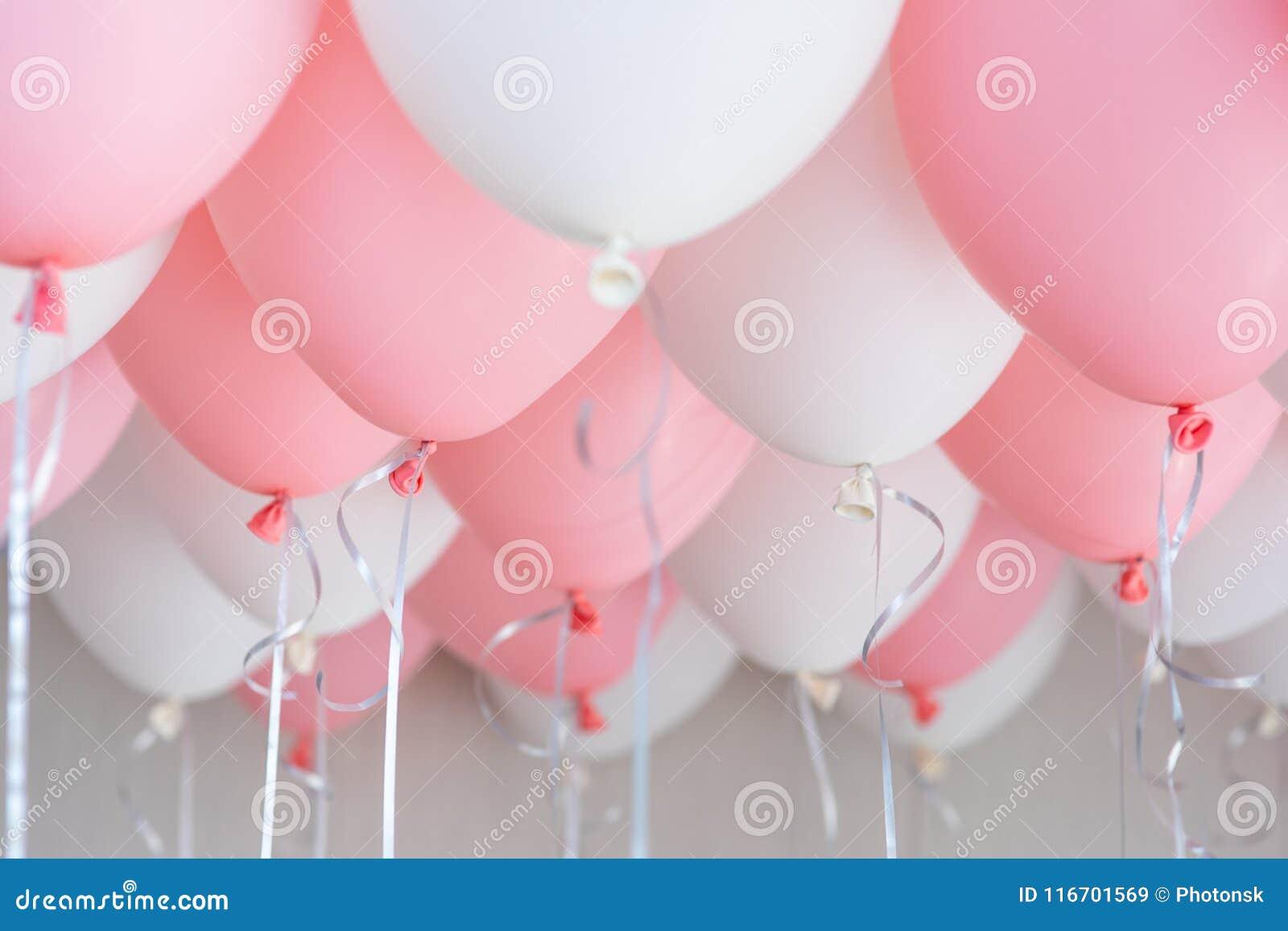 Bunte Ballone, Rosa, Weiß, Ausläufer Helium Ballon, der in Geburtstagsfeier schwimmt Konzeptballon der Liebe und