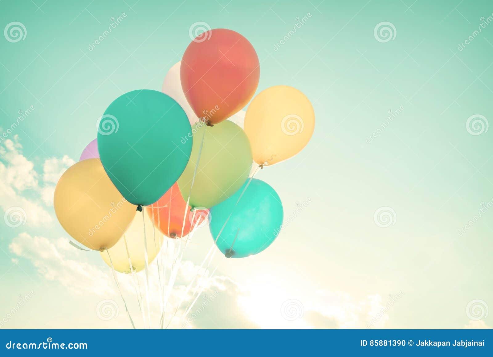 Bunte Ballone in Sommerferien