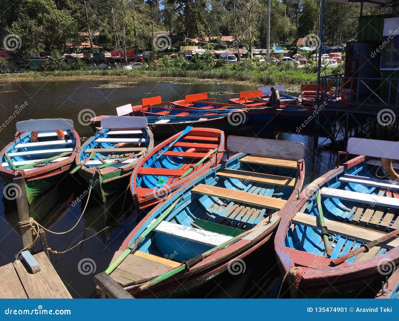 Bunte Boote am Kodaikanal-Hügel-Erholungsort