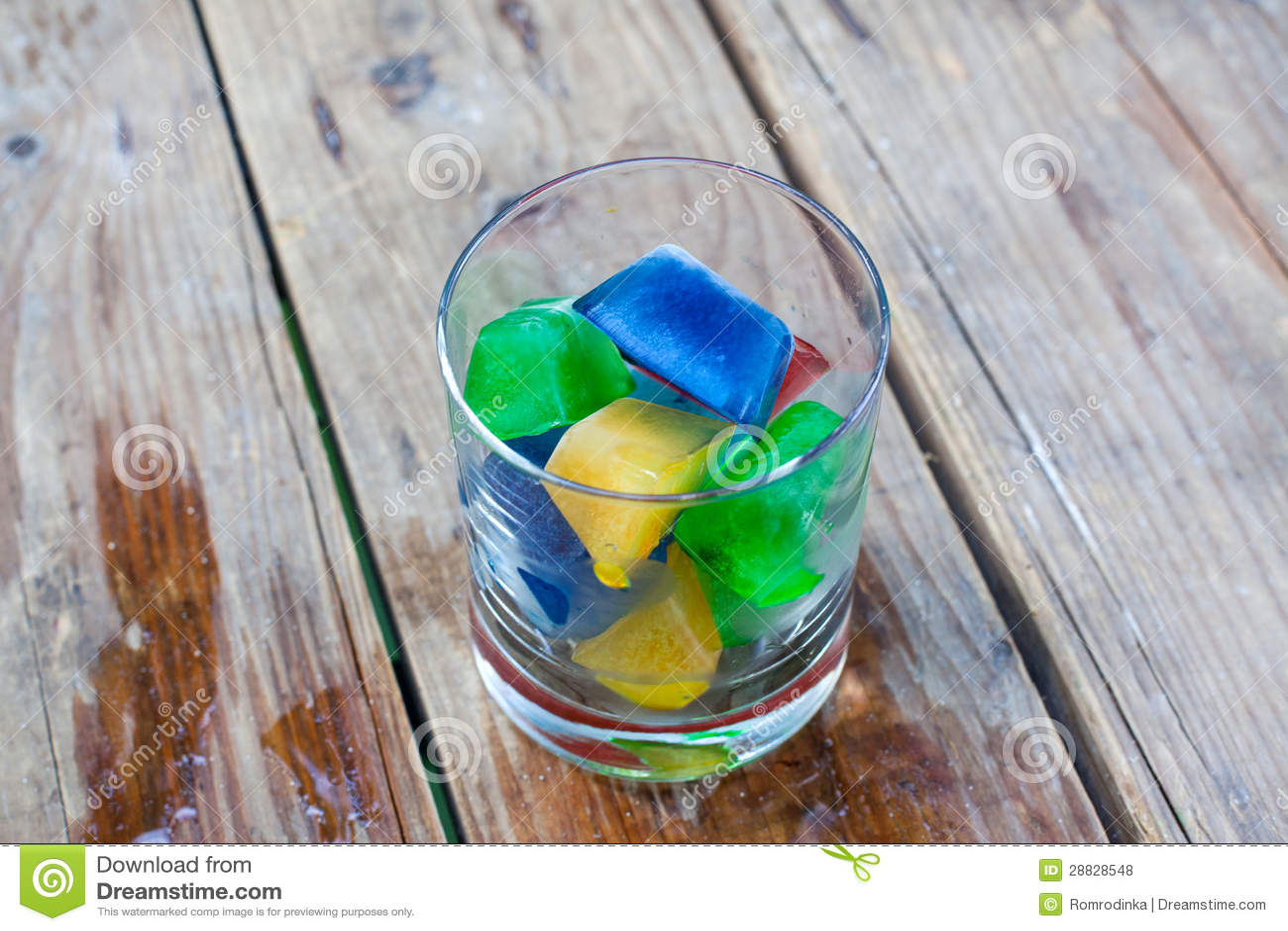 Bunte Eiswürfel In Einem Glas Lizenzfreie Stockfotos ...