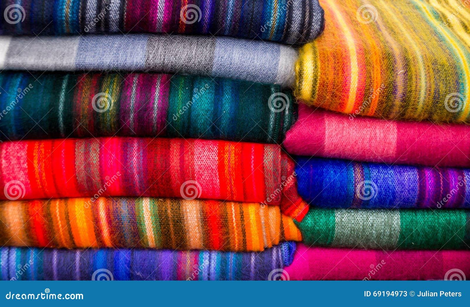 Bunte Gewebe in vielen Farben