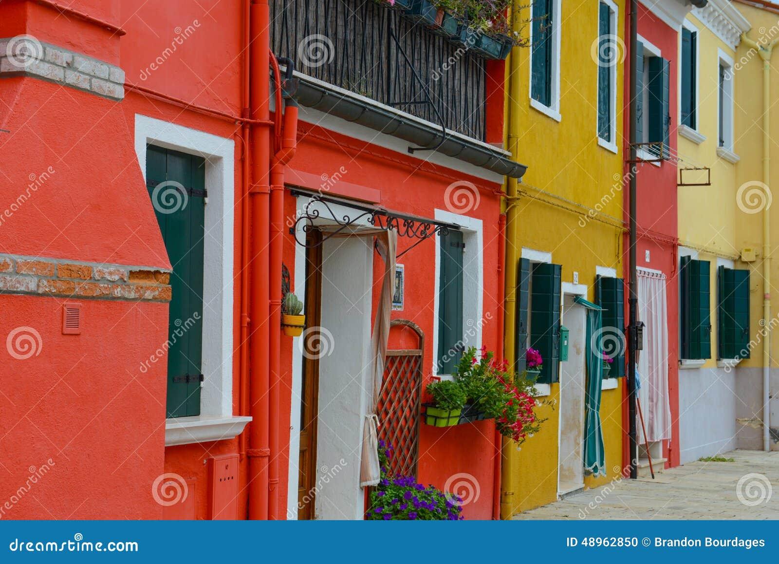 Bunte Häuser In Burano Italien Stockfoto - Bild von außen, italien ...