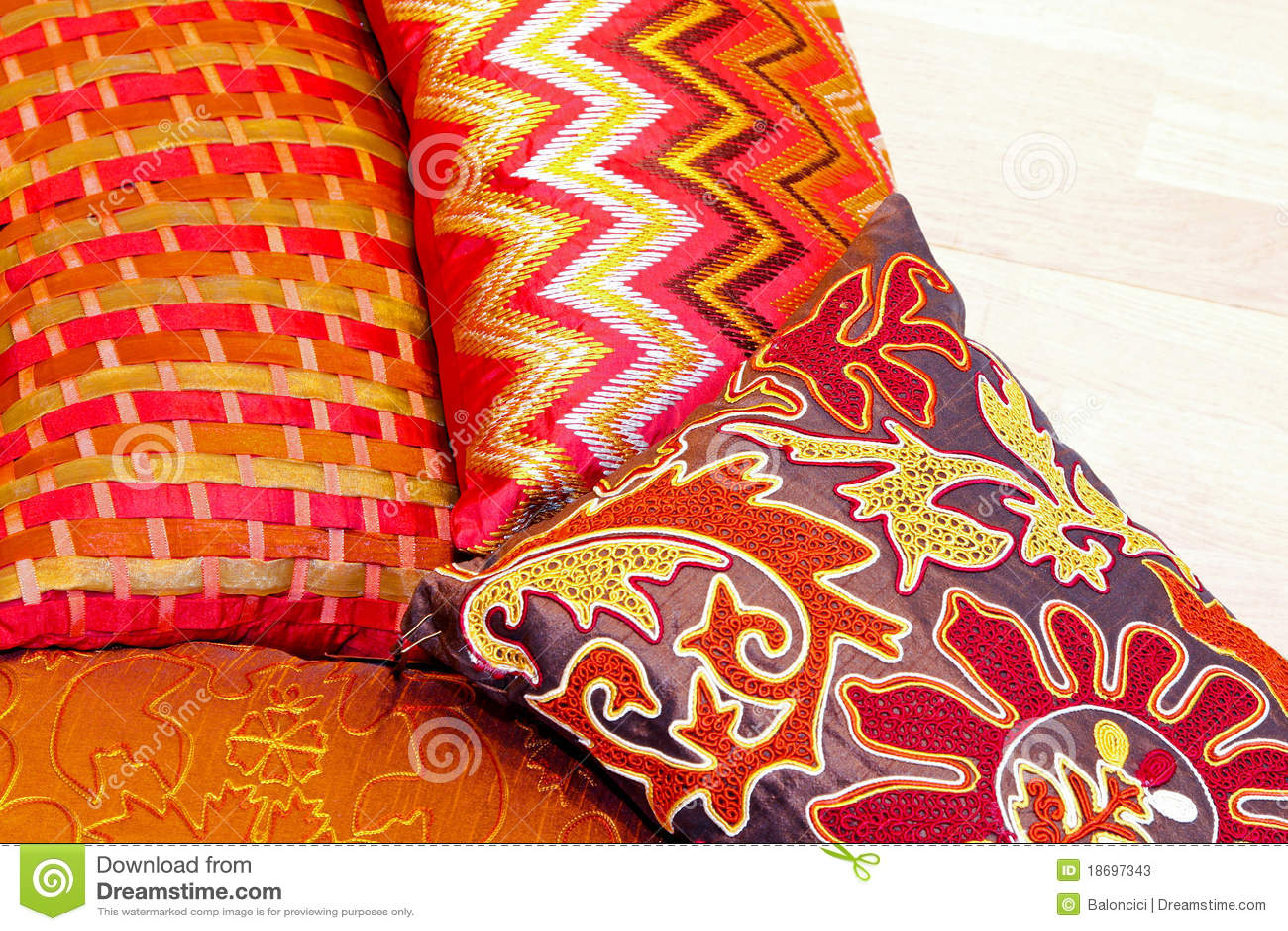 bunte kissen stockfotos bild 18697343. Black Bedroom Furniture Sets. Home Design Ideas