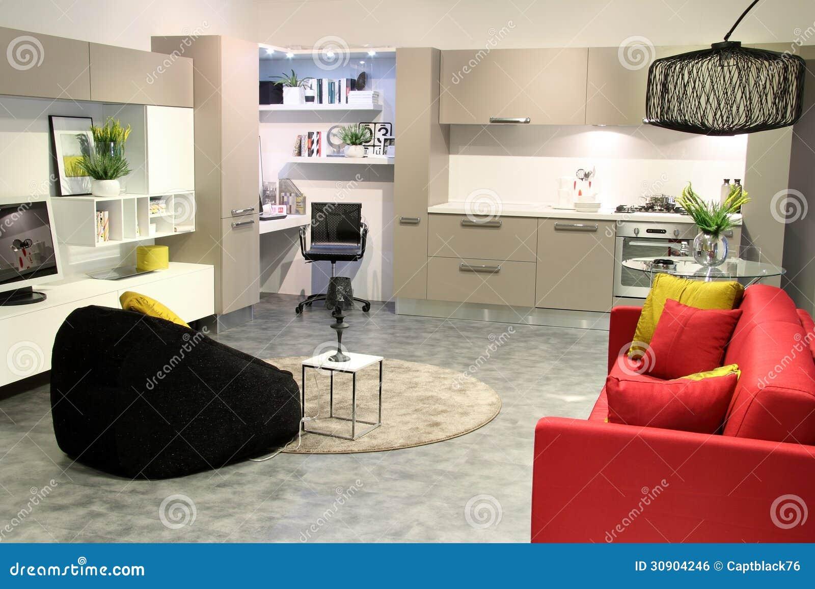 Bunte Moderne Küche Und Wohnzimmer Stockfoto - Bild von wanne, leben ...