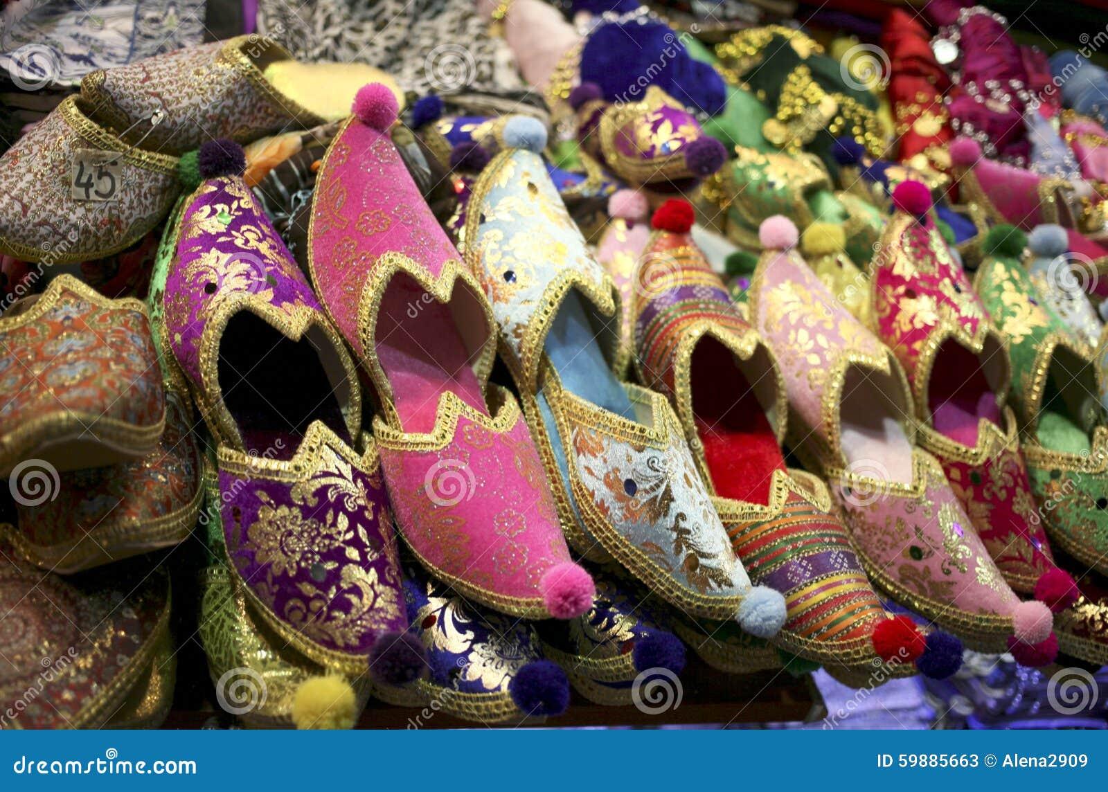 Bunte orientalische Schuhe stockbild. Bild von kunst 59885663