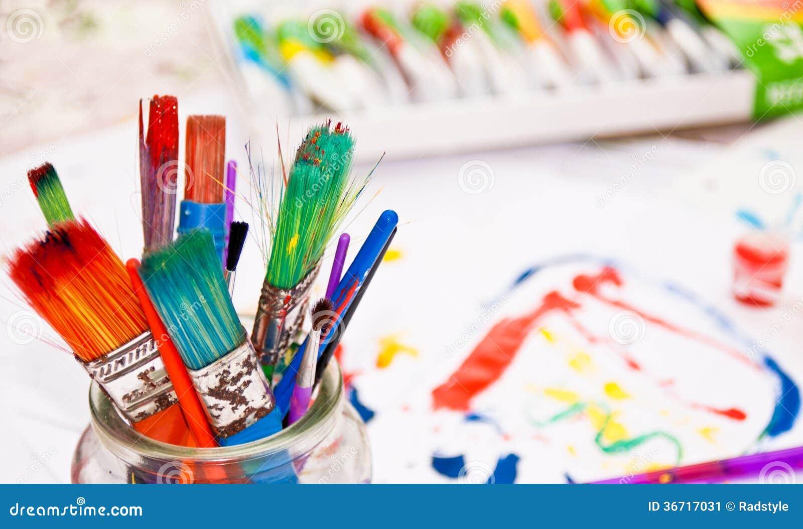 bunte pinsel mit farben im hintergrund stockbild bild 36717031. Black Bedroom Furniture Sets. Home Design Ideas