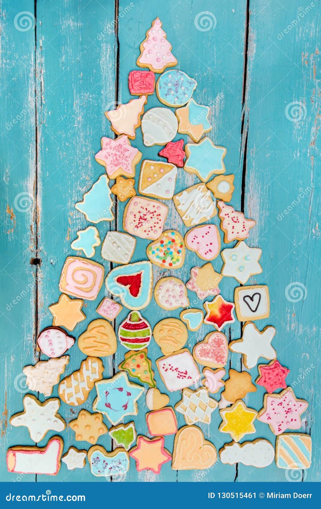 Weihnachtsbaum Weihnachten.Bunte Plätzchen Oder Kekse Formen Ein Weihnachtsbaum Oder Tannenbaum