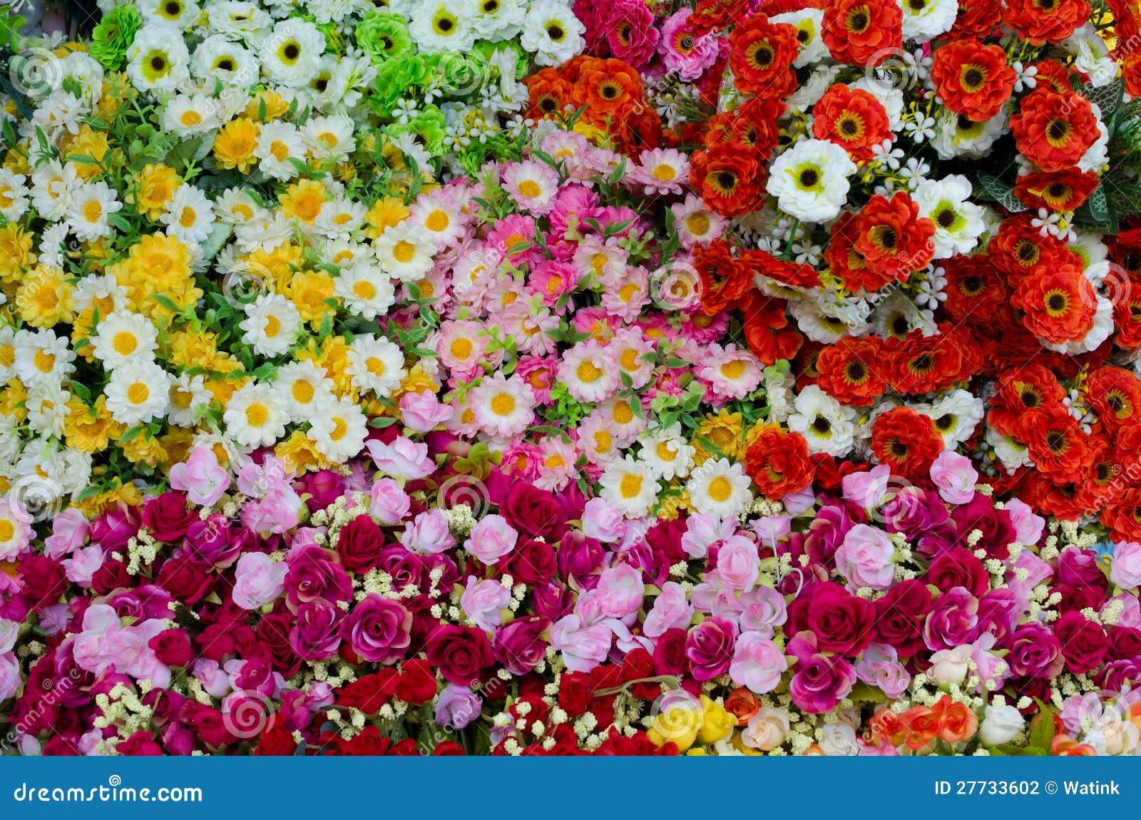 Bunte Plastikblumen