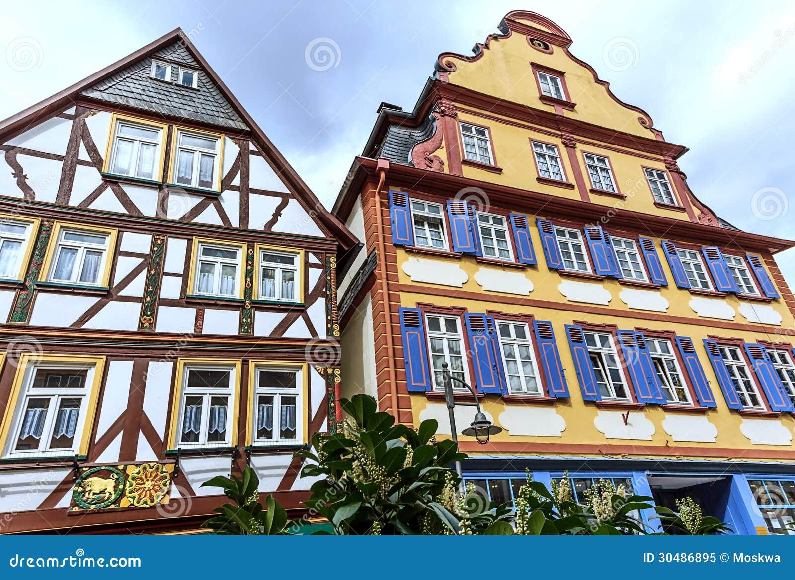 Bunte Rahmenhäuser In Butzbach, Deutschland Stockbild - Bild von ...