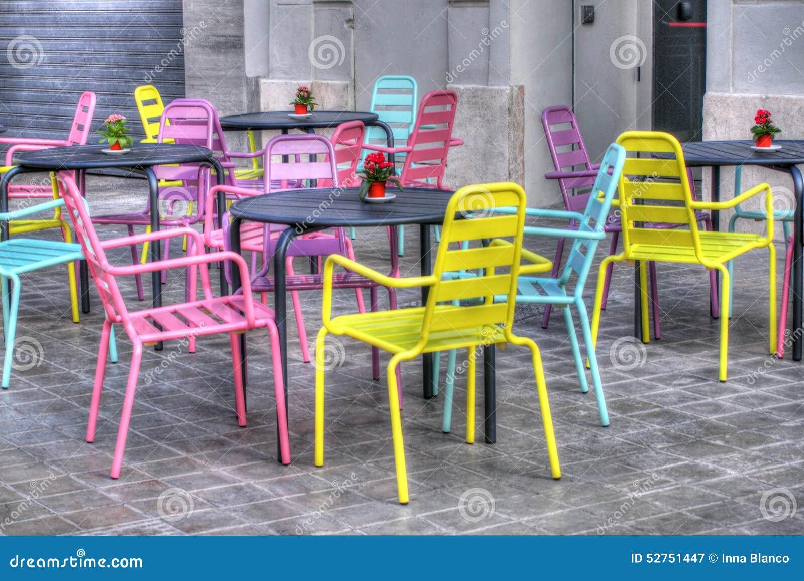 Wunderbar Bunte Stühle Sammlung Von Pattern Stühle Im Valencian Café, Spanien Stockbild