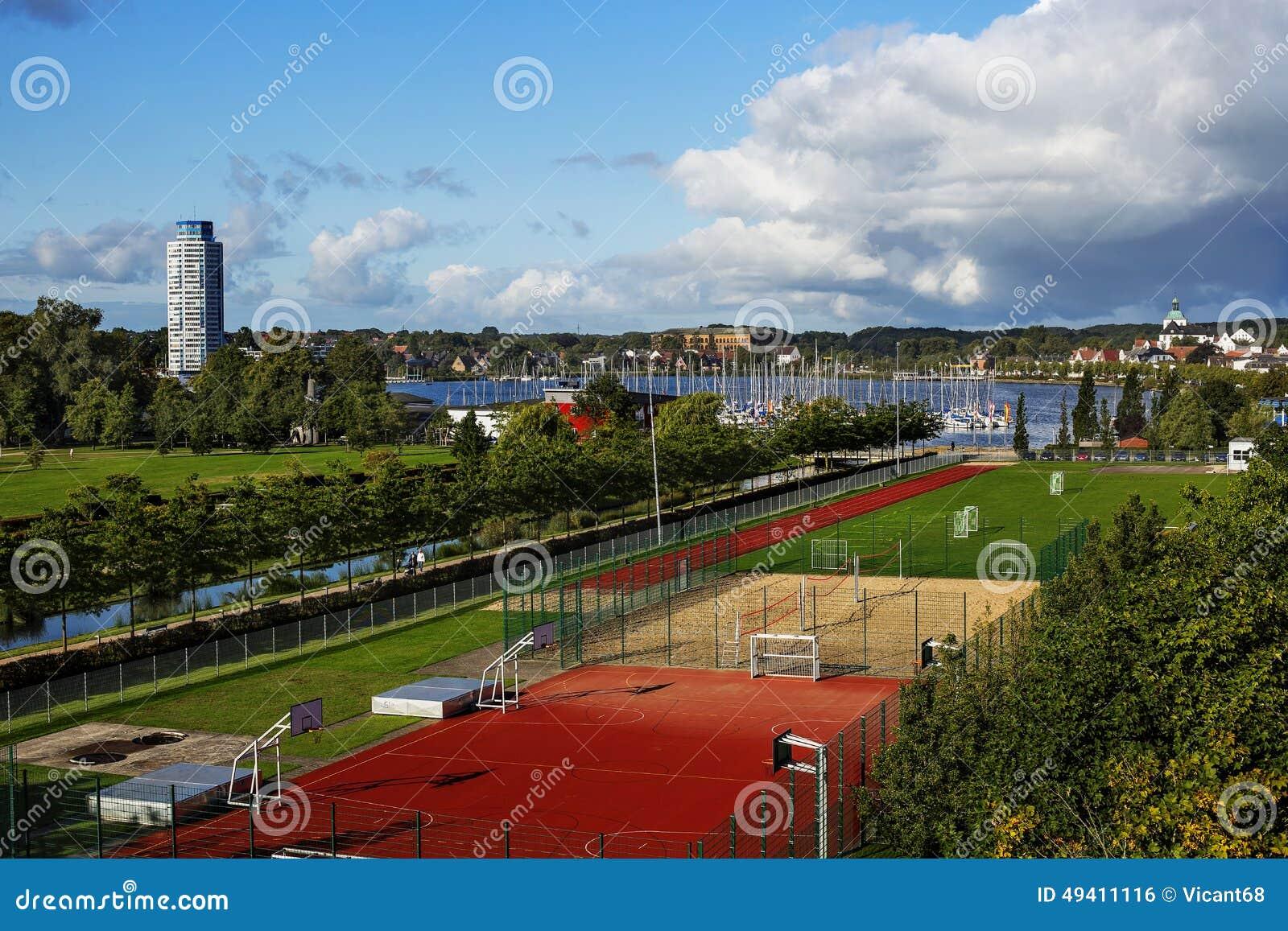 Download Bunte Stadtlandschaft stockfoto. Bild von schön, haus - 49411116