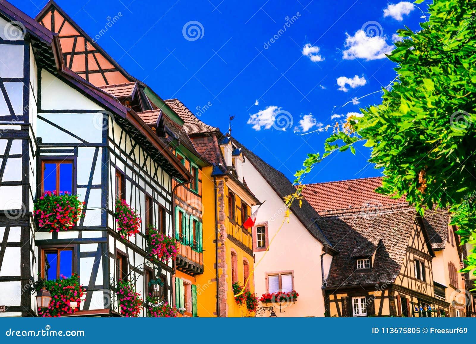 Bunte traditionelle Dörfer von Elsass in Frankreich