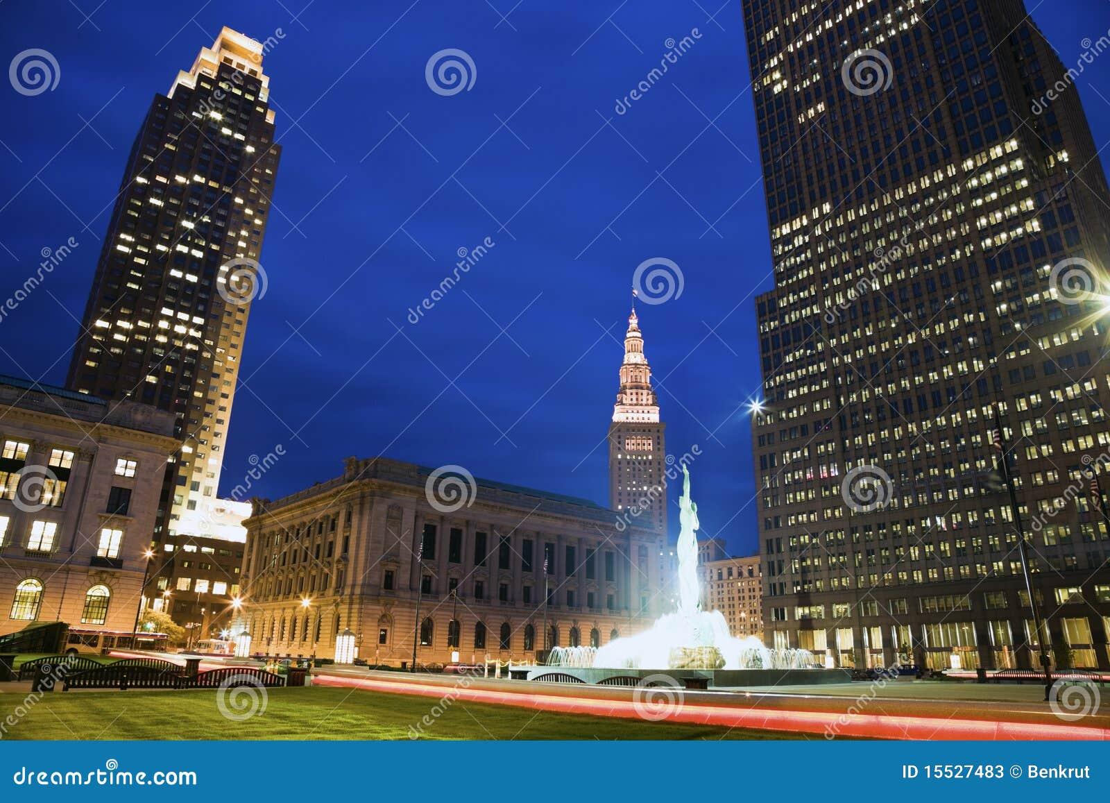 Bunter Abend in im Stadtzentrum gelegenem Cleveland
