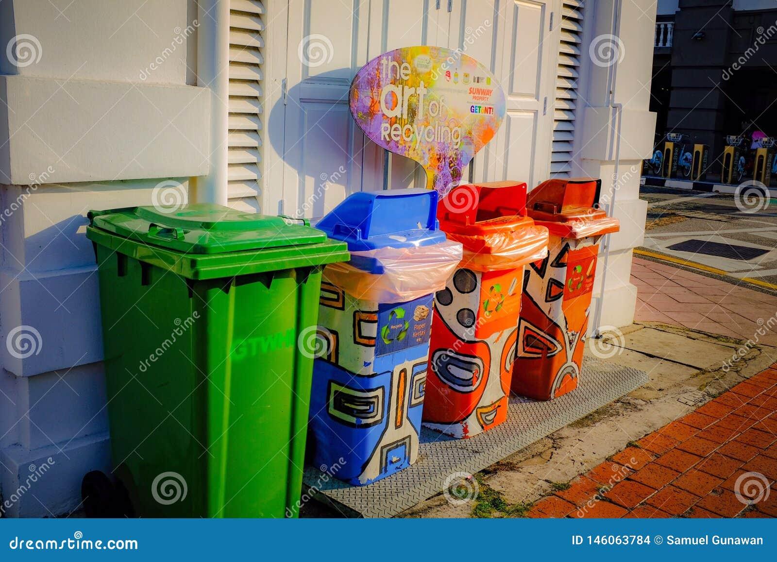 Bunter Abfallabfall für Öffentlichkeit