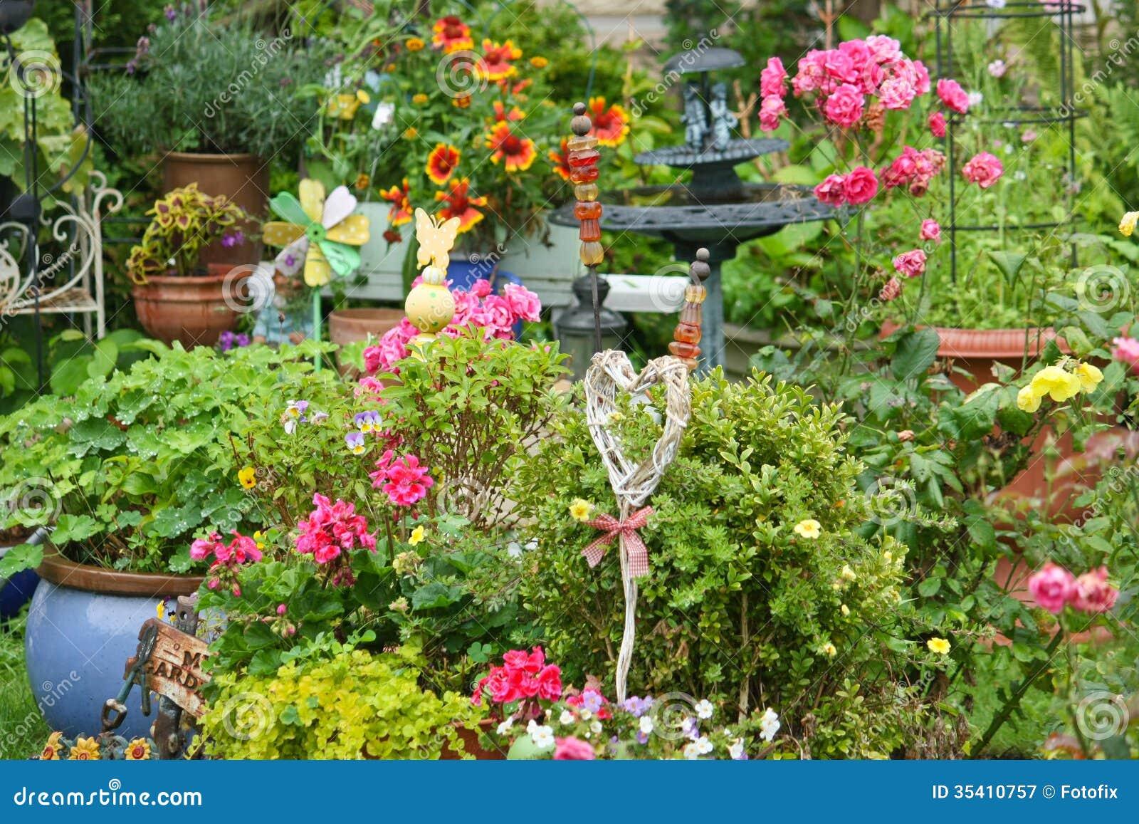 Bunter Blühender Garten Lizenzfreie Stockfotografie - Bild: 35410757