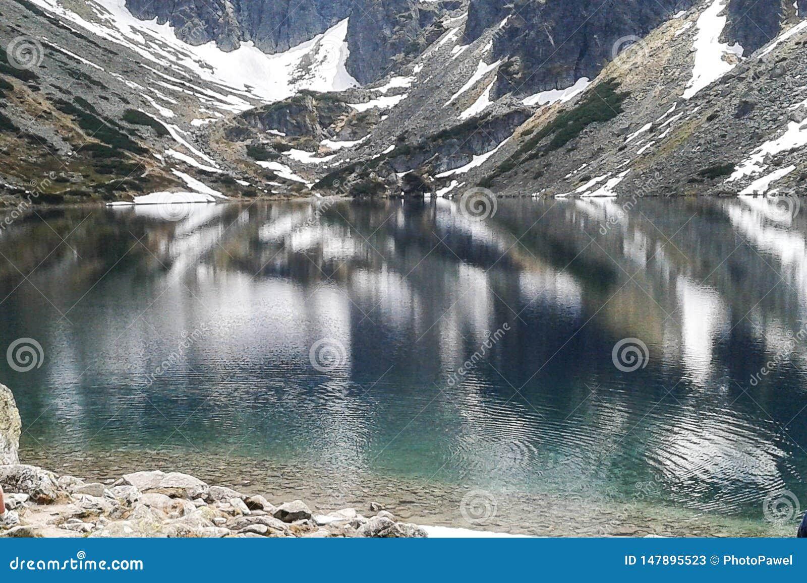 Buntes Bild, See und Berge Tatra Ansicht über Hügelstation am Seeauge