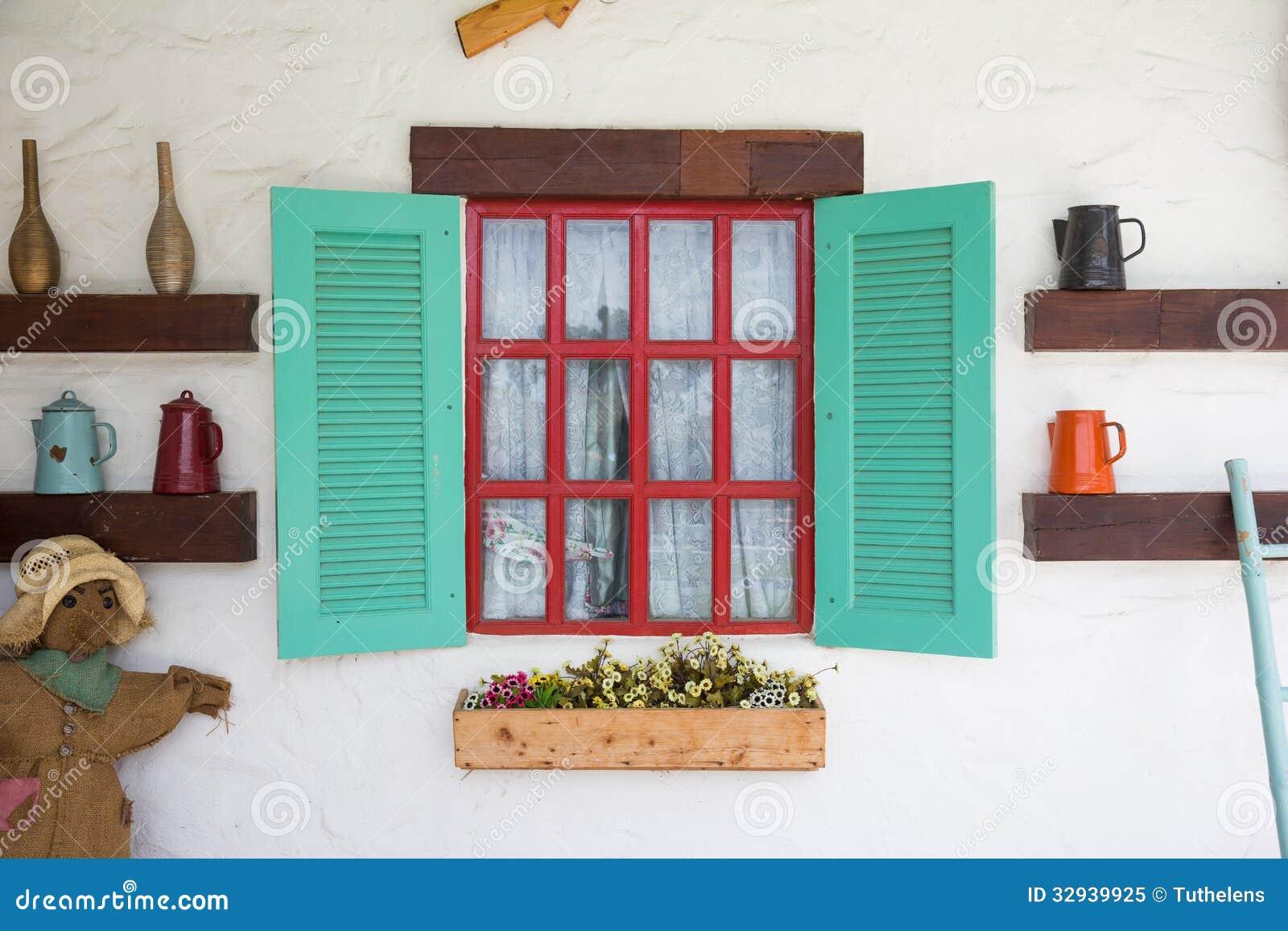 buntes fenster mit dekoration im landhausstil lizenzfreies stockfoto bild 32939925. Black Bedroom Furniture Sets. Home Design Ideas