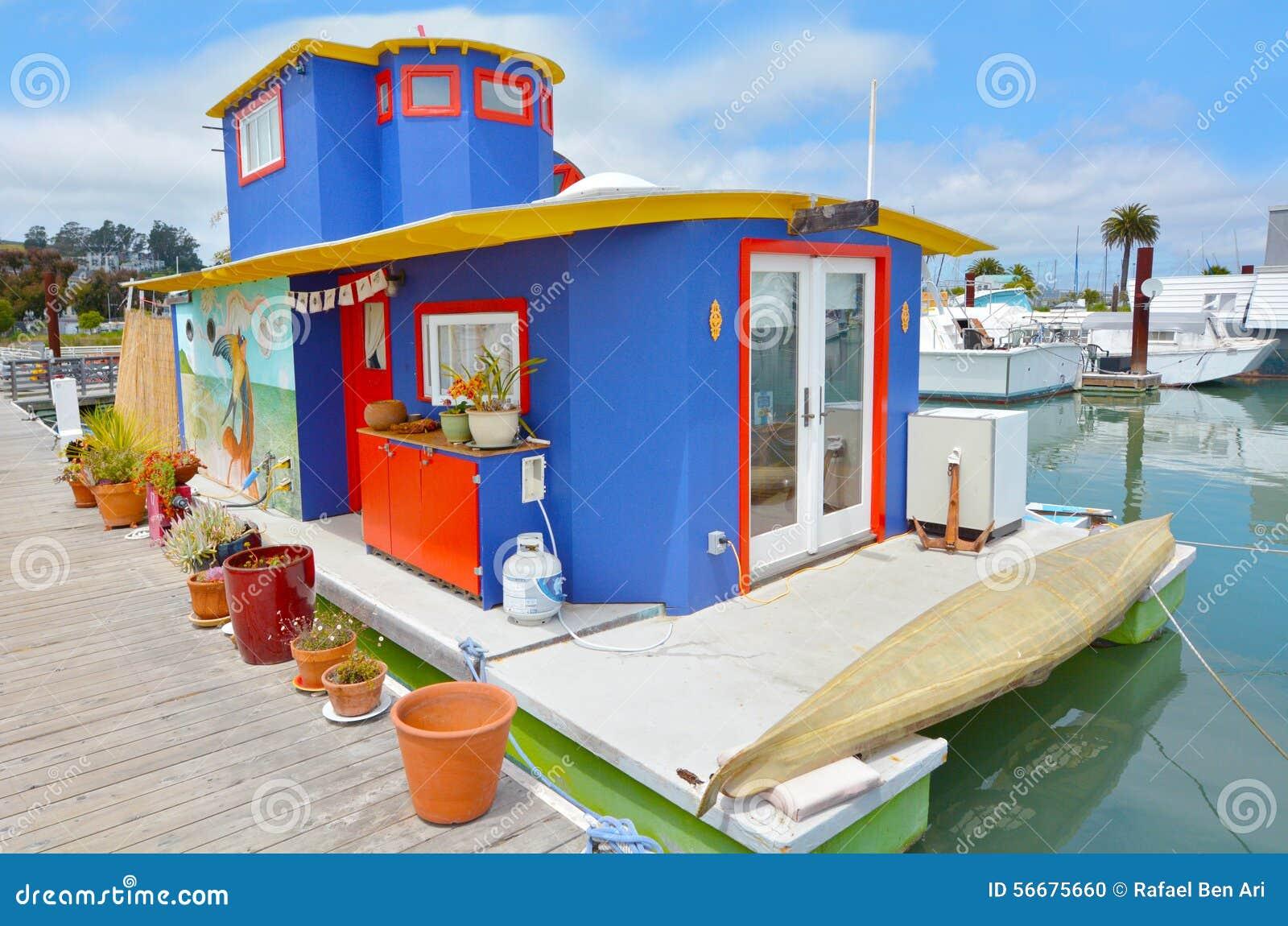 buntes hausboot in sausalito kalifornien stockfoto bild 56675660. Black Bedroom Furniture Sets. Home Design Ideas