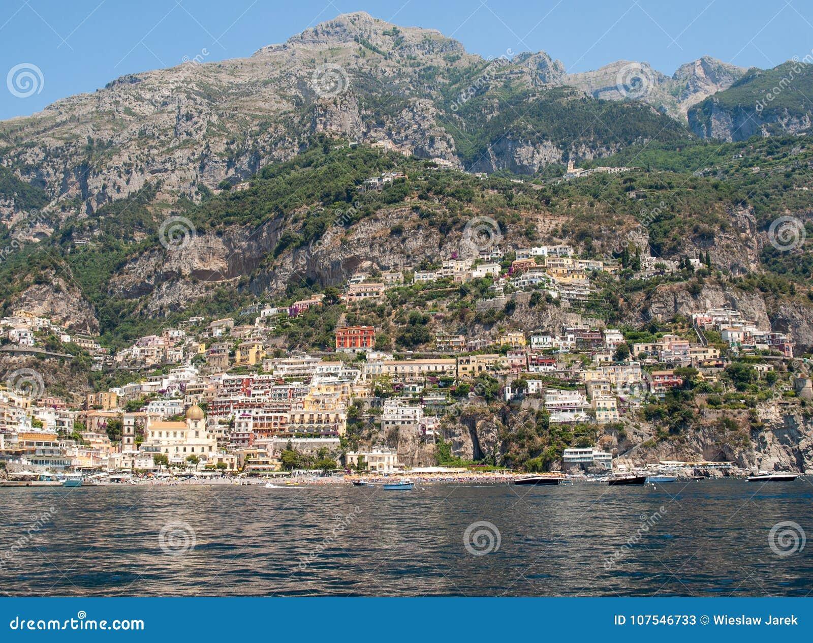 Buntes Positano, das Juwel der Amalfi-Küste,