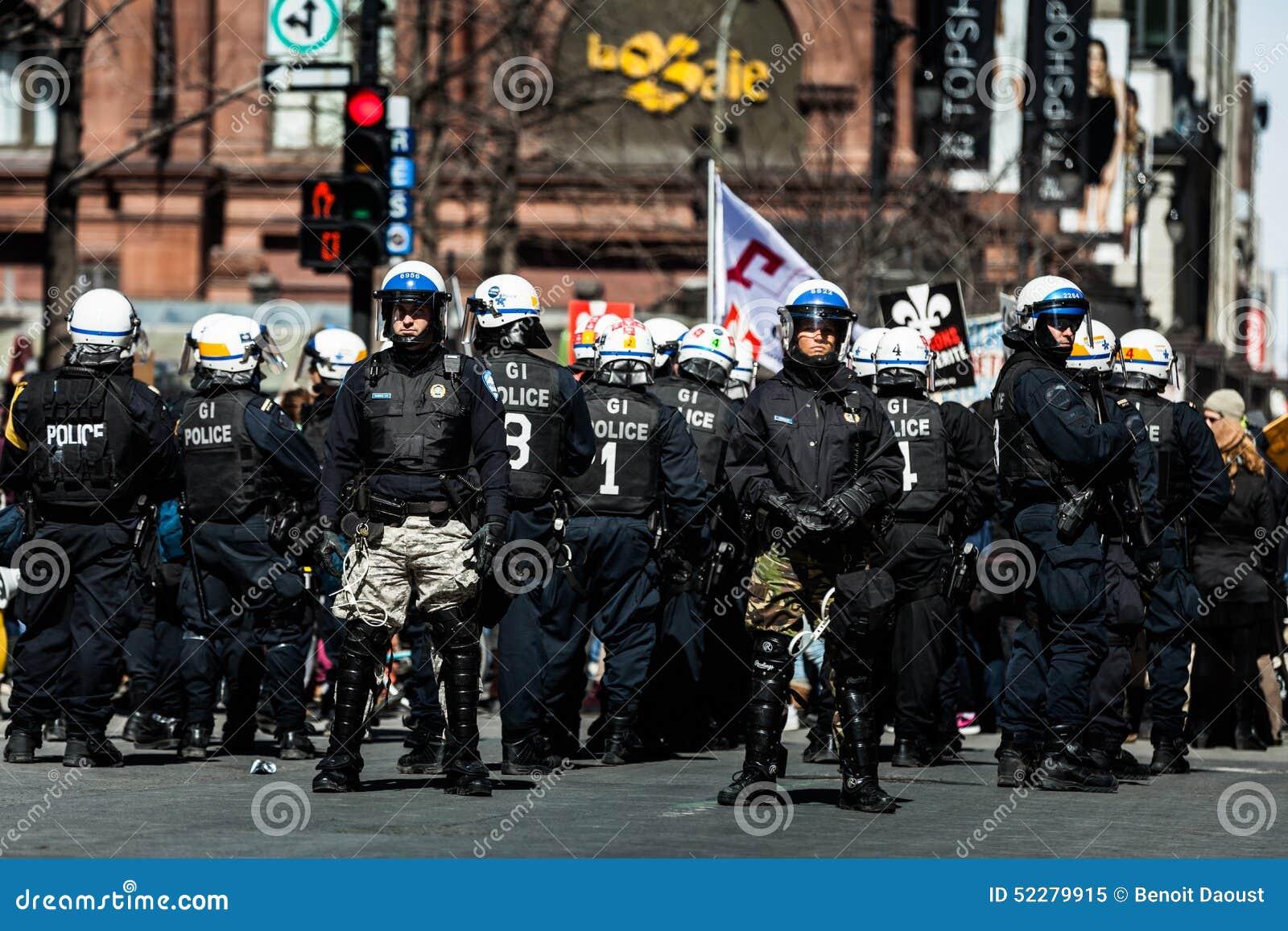 Buntuje się w Montreal ulicach sprzeciwiać się Ekonomiczną surowość M