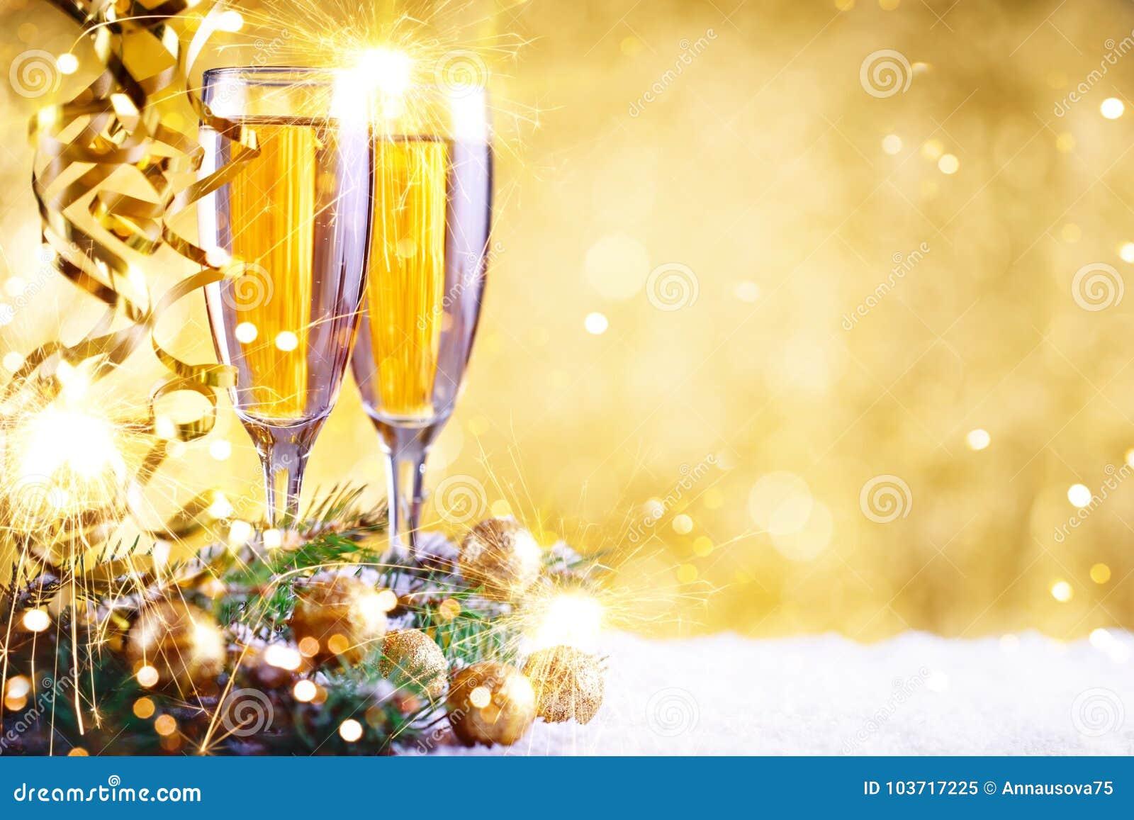 Buon Natale e buon anno Un fondo del ` s del nuovo anno con le decorazioni del nuovo anno Carta del ` s del nuovo anno